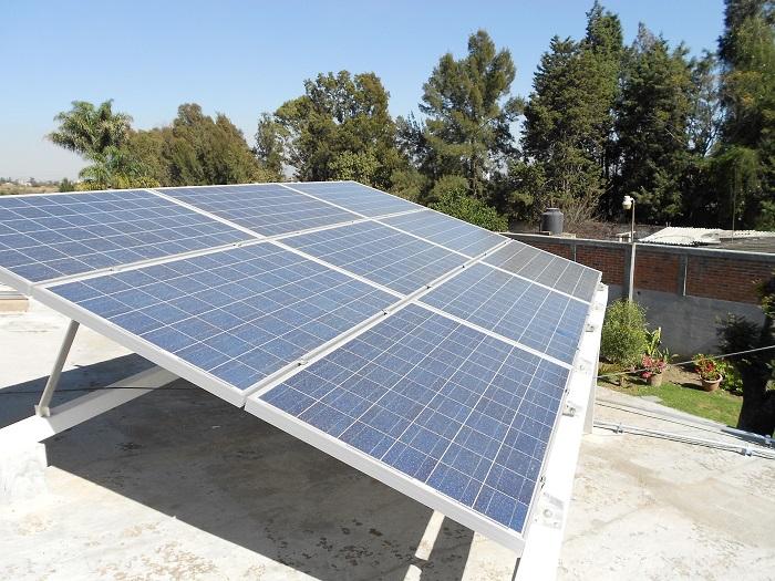 Solarne panely na rovnej ploche
