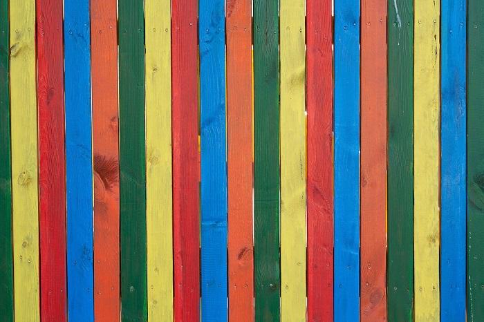 Farba na drevo v rôznych odtieňoch